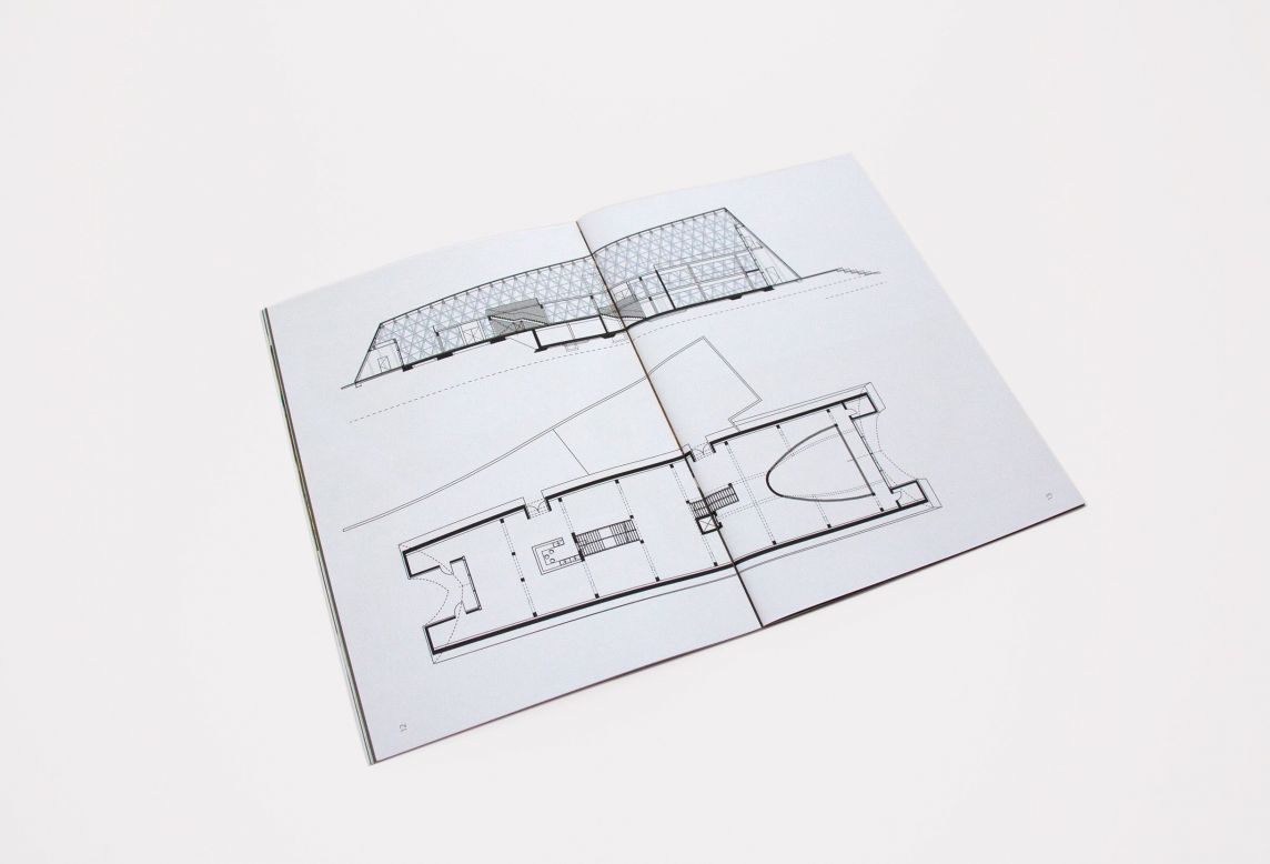 Gros plan d'une page de brochure réalisée pour une inaugurations de bâtiment pour l'Administration des bâtiments publics
