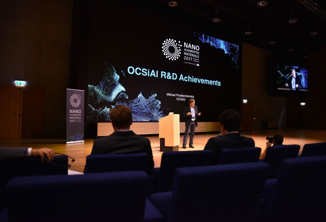 Intervenant sur scène pour l'Industry Summit 2017 Nano Augmented Materials