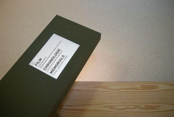 iPad incrusté dans un meuble et graphisme réalisé pour l'exposition sur la seconde guerre mondiale 9'44 à Pétange