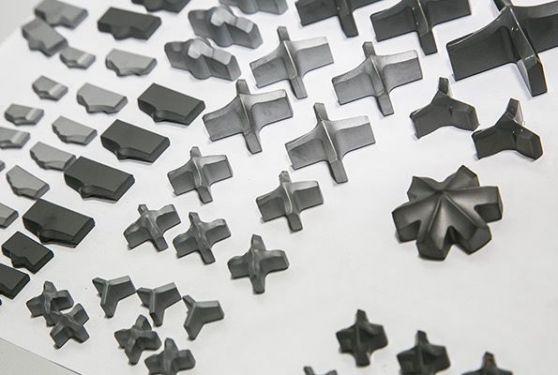 Gros plan d'une sélection de pièces métalliques réalisées par Ceratizit